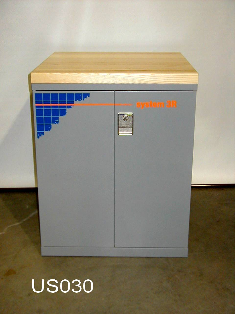 System 3R Lista Cabinet